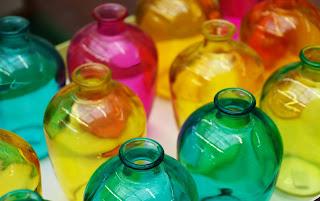 Agua solarizada botellas de colores