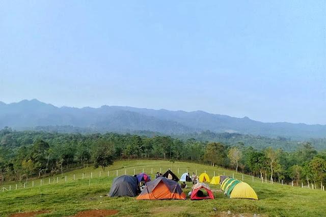Camping di Wisata Bukit Waruwangi Serang