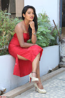 Mamatha sizzles in red Gown at Katrina Karina Madhyalo Kamal Haasan movie Launch event 010.JPG