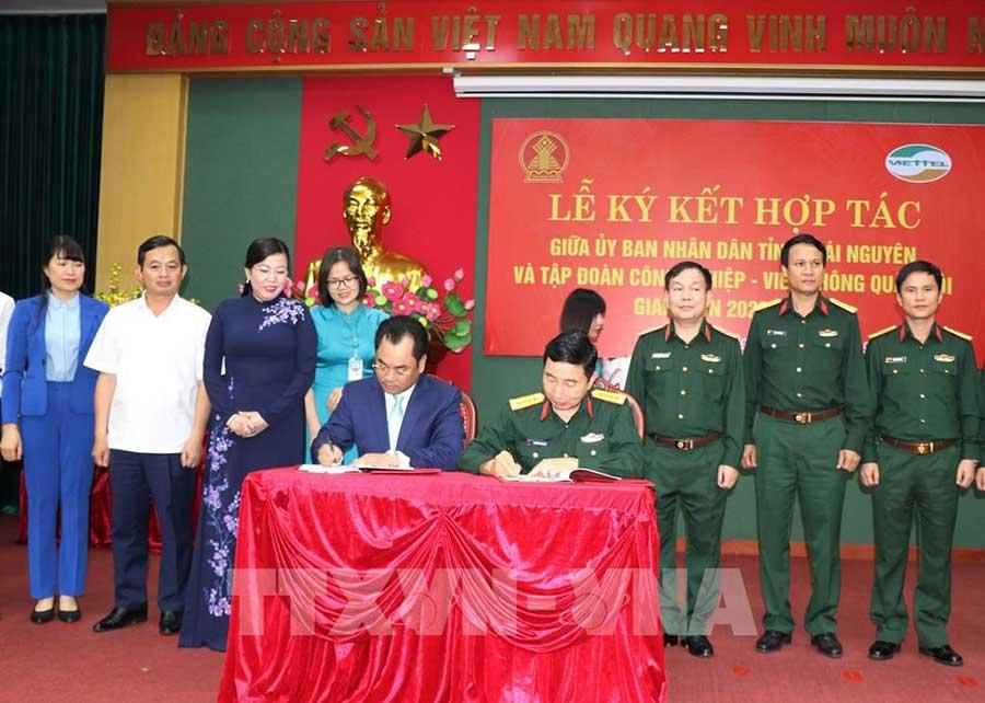 Ảnh: Lãnh đạo tỉnh Thái Nguyên và Tập đoàn Viettel đã ký kết thỏa thuận hợp tác chiến lược