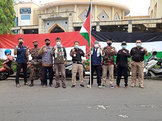 Ketua pemuda Muhammadiyah Jepara Serahkan Uang Bantuan Palestina Ke LAZISMU Jepara