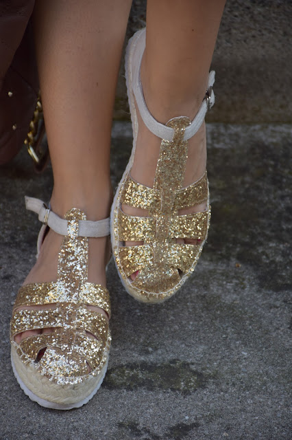 sandali granchietti scarpe estate 2016 come abbinare i sandali a granchietti sandali granchietti glitterati scarpe oro espadrillas dorate come abbinare le espadrillas espadrillas outfit how to wear espadrillas mariafelicia magno fashion blogger colorblock by felym outfit luglio 2016 outfit estivi summer outfits july outfits fashion blogger italiane fashion bloggers italy