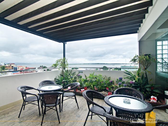 Ironwood Hotel Tacloban Timber Hall Bar