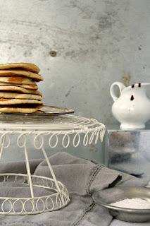 http://www.everydaycooking.pl/2013/03/kokosowe-pancakes-z-bananem.html