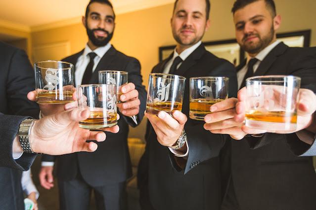 groomsmen enjoying alcohol to get rid of wedding day jitters