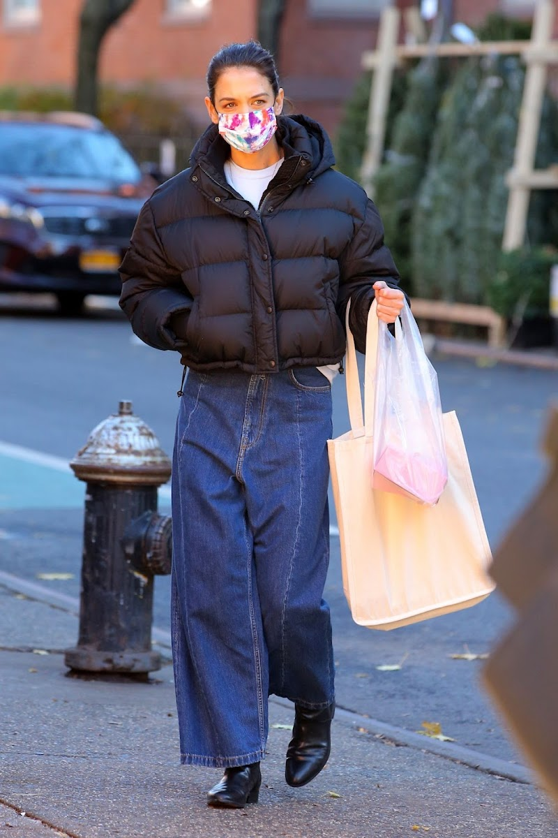 Katie Holmes Spotted While Leaving Little Cupcake Bakeshop in New York 10 Dec-2020