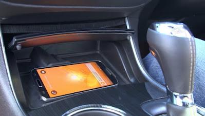 خطر الهاتف الذكي في الصيف مع السيارة مغلقة