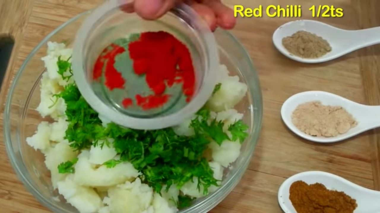 coriander-leaves-and-red-chilli
