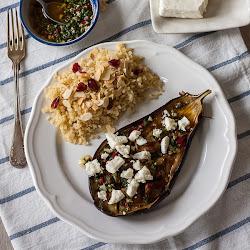 Pečeni patlidžan sa češnjakom, bademima i sirom