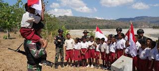 Kobarkan Semangat Patriotisme, Satgas Yonif R 142 Kenalkan Perjuangan Para Pahlawan