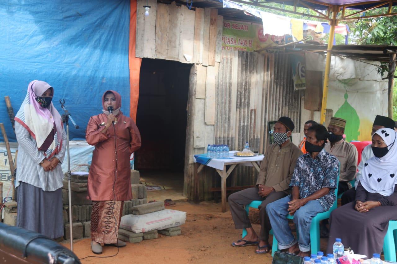 Rahma Meletakkan Batu Pertama Pembangunan Rumah Mattazan Bersumber Dari Baznas Tanjungpinang