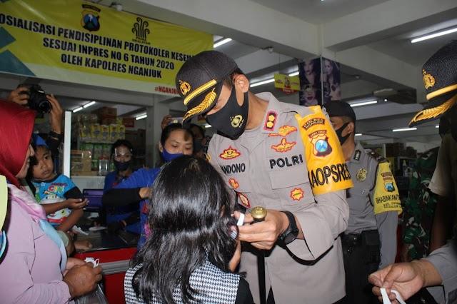 Kapolres Nganjuk Adakan Sosialisasi INSTRUKSI PRESIDEN REPUBLIK INDONESIA NOMOR 6 TAHUN 2020 di Prima Swalayan