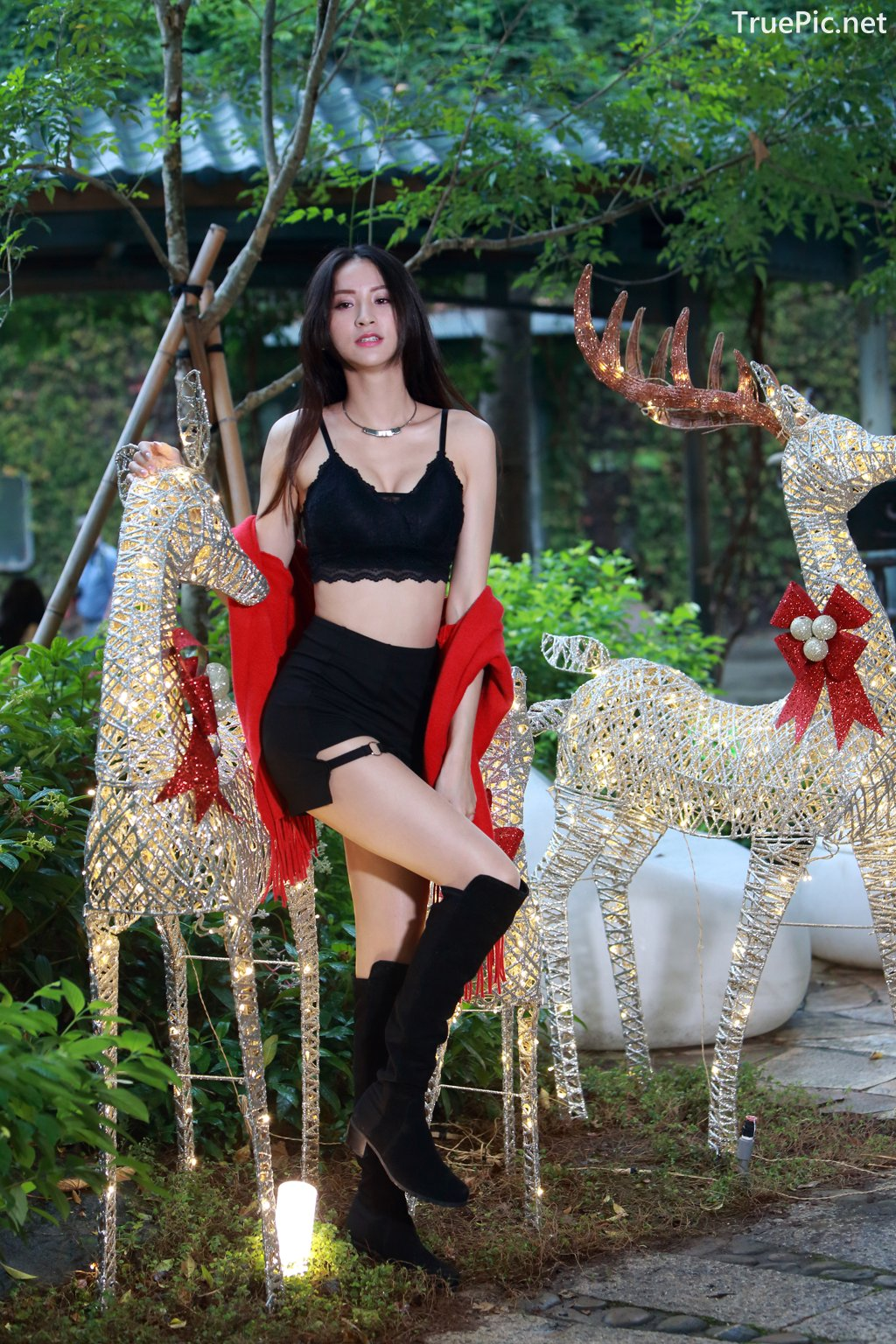 Image-Taiwanese-Beautiful-Long-Legs-Girl-雪岑Lola-Black-Sexy-Short-Pants-and-Crop-Top-Outfit-TruePic.net- Picture-69