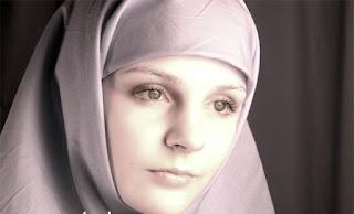 لاورا من روسيا 22 سنة مسلمة