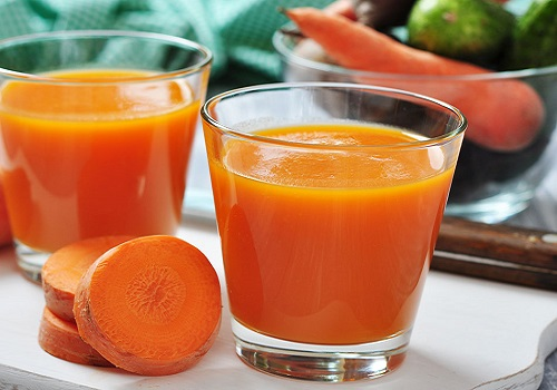 How smoothie orange and carrot refreshing juice works