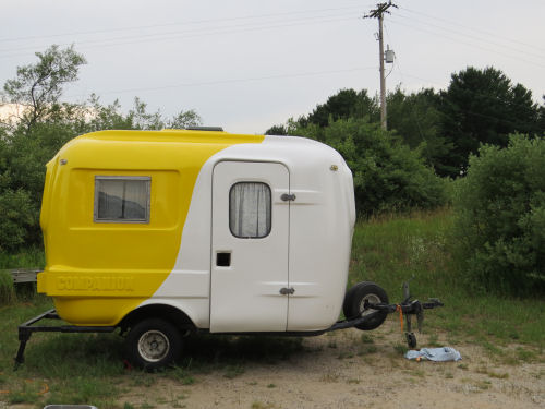 yellow and white fiberglass trailer