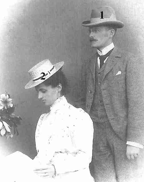 Alexander Ludwig Fürst und Graf zu Erbach-Schönberg (* 12. September 1872 in Schönberg bei Bensheim; † 18. Oktober 1944 in Bensheim)-Louise Elisabeth Hermine Erica Pauline geborene Prinzessin von Waldeck und Pyrmont (1873–1961)