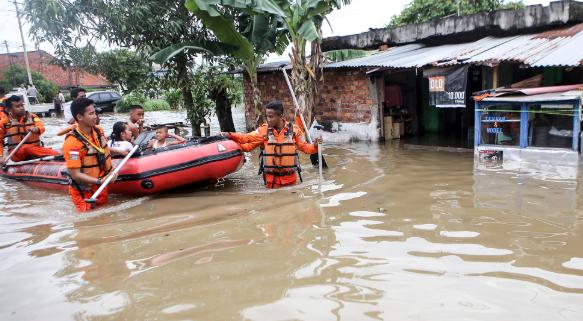 Cuaca Ekstrem, Siap – Siap Banjir Melanda Pemukiman Anda