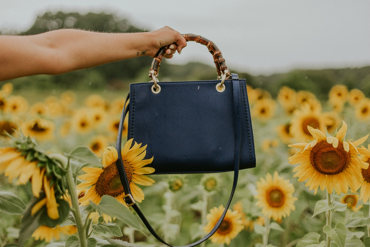 raleigh sunflower field, armadio italian handbag, life and messy hair, nc photographer, lifestyle blogger, nc blogger, nc lifestyle blogger, raleigh photographer, xo samantha brooke, life and messy hair, sam brooke photo, samantha brooke photography