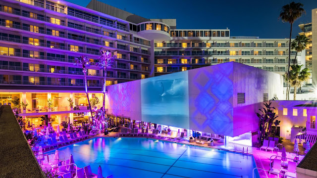 The Beverly Hilton hotel raises the bar by providing luxurious hotel accommodations and unique event spaces fit for the stars.