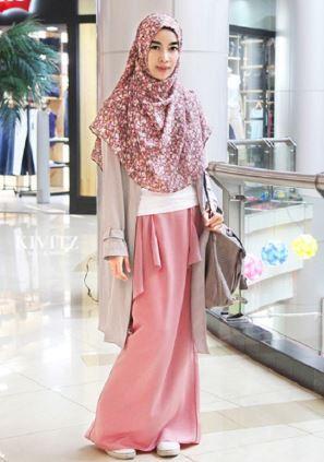 kini lebih modis dan elegan di banding dengan model busana muslim 45+ Trend Model  Baju ede0c19490