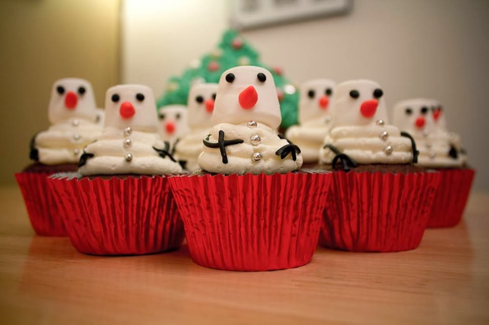 Bake It So: Christmas Tree Giant Cupcake And Snowman Cupcakes