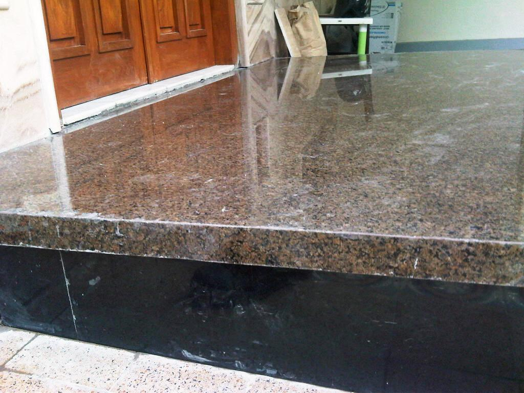 rumahcantik2a Granit TROPICAL BROWN from Italy