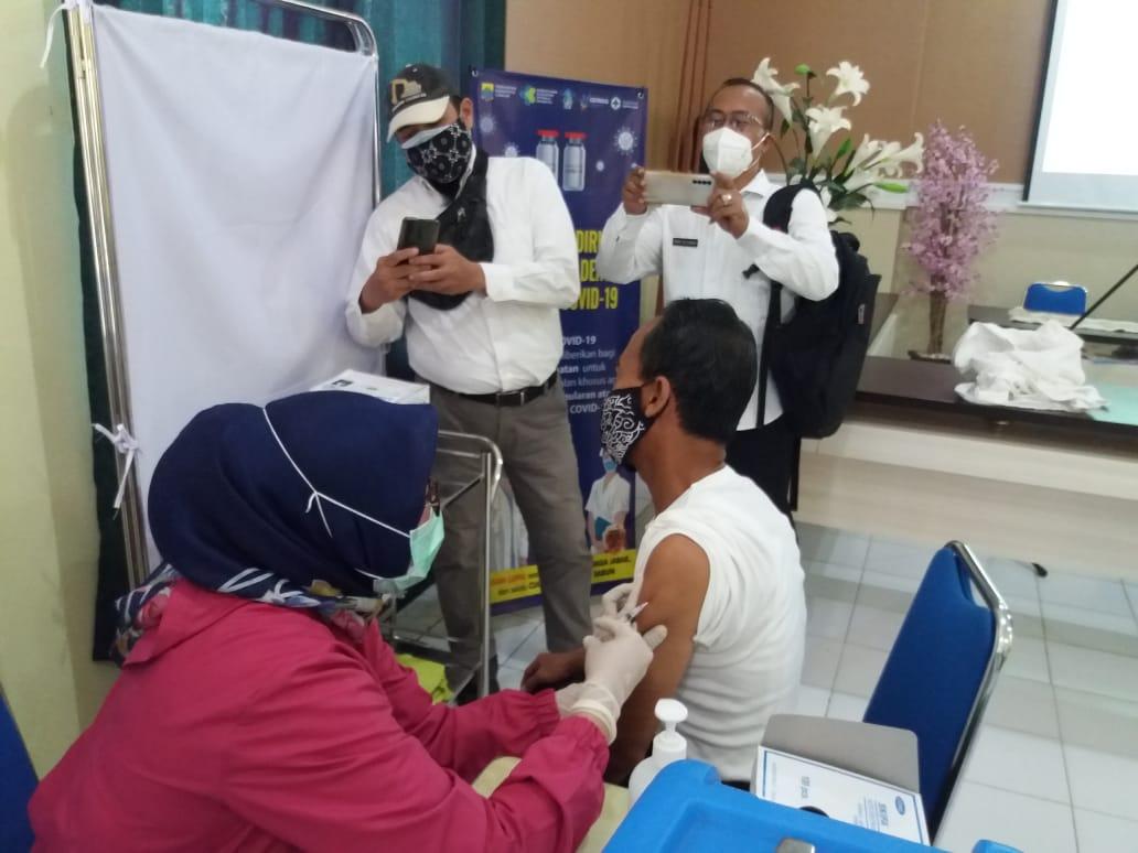 Pelaksanaan Vaksinasi Covid-19 Perdana di Kecamatan Cidaun Cianjur Berlangsung Lancar