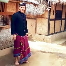 Pakaian adat baju pegon suku sasak biasanya dipakai saat upacara adat seperti