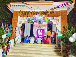 बारह बजते ही मंदिर में गूंजे श्रीकृष्ण के जयकारे  | #NayaSaberaNetwork