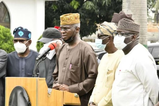 Lekki Massacre:- See How Fashola Discovers One Mystery Camera At Lekki Toll Gate (Watch Video)