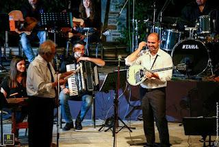 Ο Δημήτρης Κωνσταντάρας και ο Γιάννης Γαβράς στη σκηνή