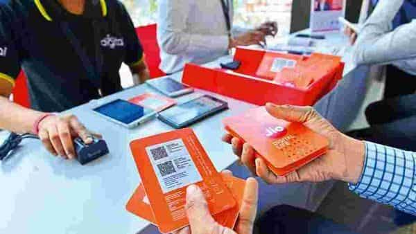 What is an eSIM ? How Reliance Jio users can get benefits