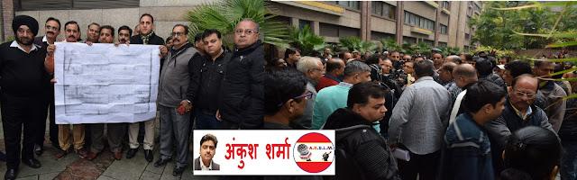 दिल्ली में एमसीडी द्वारा शॉपिंग कॉम्प्लेक्स की अवैध सीलिंग के खिलाफ दुकानदार एकजुट