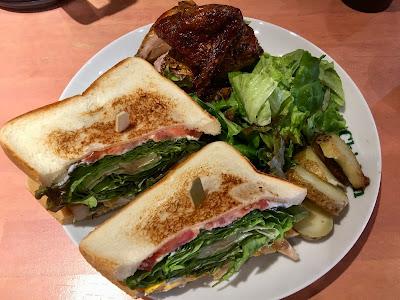 サンドイッチとクオータチキンのコンボ