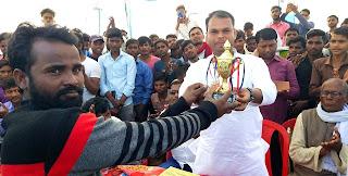 फाइनल मैच में पाल काम्प्लेक्स की टीम ने ट्राफी पर जमाया कब्जा  | #NayaSaberaNetwork
