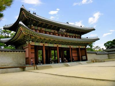 Donhwamun Gate at Changdeokgung Palace Seoul