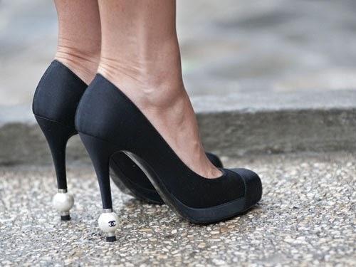 รองเท้าชาแนล