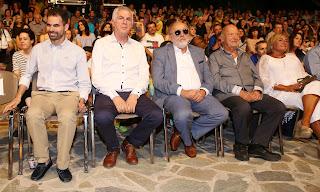 Ο Μίμης Πλέσσας με την κ. Λουκίλα, ο Υπουργός Π. Κουρουμπλής, ο Δήμαρχος Α. Παχατουρίδης και ο ένας από τους διοργανωτές Β. Αυγουλάς