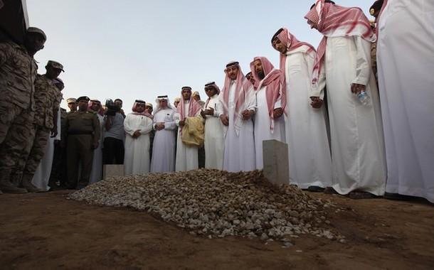 """Kesalahan Ulama Arab Saudi dalam Merilis Fatwa """"Tawassul"""""""