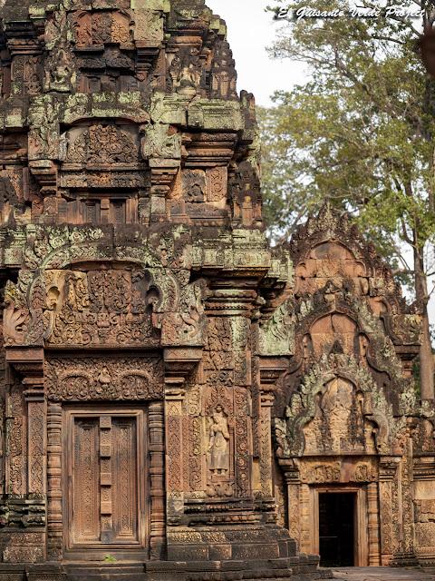 Banteay Srei, prasat sur y biblioteca sur, vista oeste - Angkor, Camboya por El Guisante Verde Project