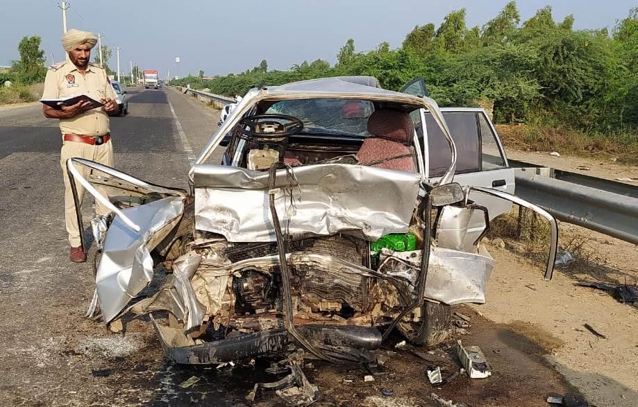 Breaking - मलोट ,अबोहर रोड पर दो कारों की आमने सामने हुई भयंकर टक्कर एक की मौके पर हुई मौत