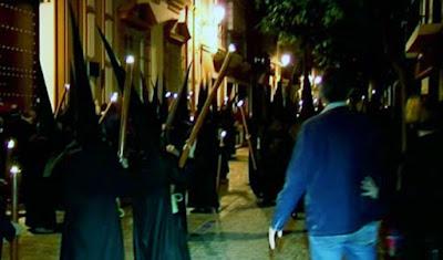 video El miedo, el pánico, el terror, las estampidas por las amenazas en la Madrugá 2017 de Sevilla