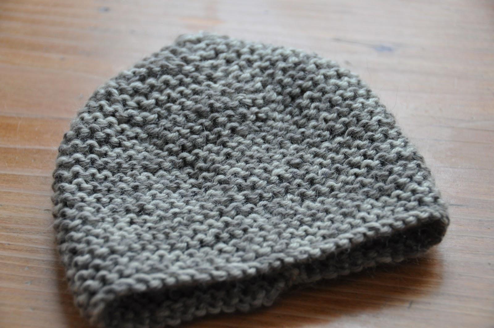 tricoter bonnet naissance point mousse. Black Bedroom Furniture Sets. Home Design Ideas