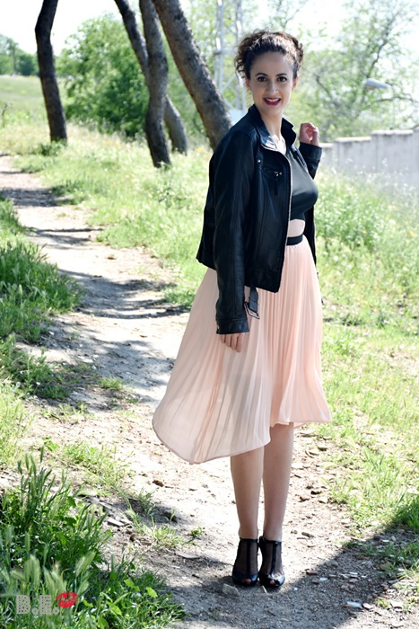 outfit-vestido-rosa-asimetrico-1