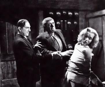 Bela Lugosi se lo pasa muy bien