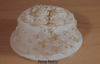 cake design, pâte à sucre, gumpaste, roses blanches, gâteau romantique, gâteau fleuri, patissi-patatta