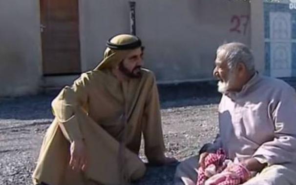 بالفيديو مسن لم يعرف ان الذي يجلس معه هو حاكم دبي.. شاهد ماذا قال له! شاهد ماذا حدث للرجل بعد ان عرفه الحاكم بنفسه!