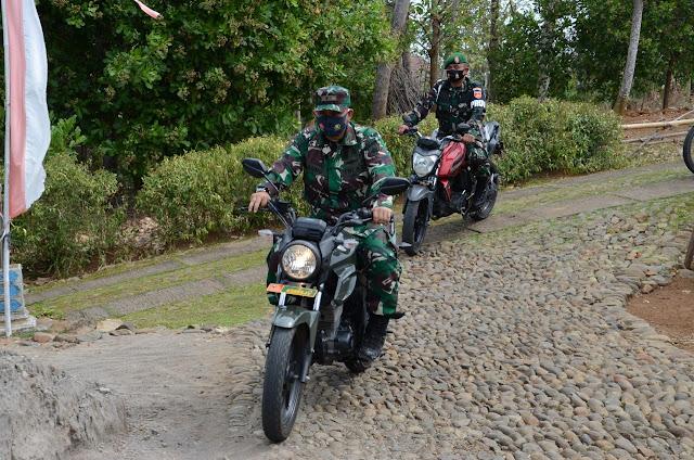Dengan Sepeda Motor Dandim Leluasa Cek Proyek TMMD 109