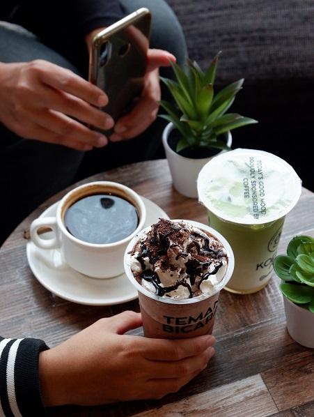 Kopi rempah, coklat, dan matcha di Koffee Talk Semarang yang menjadi 'Teman Bicara' siang itu.